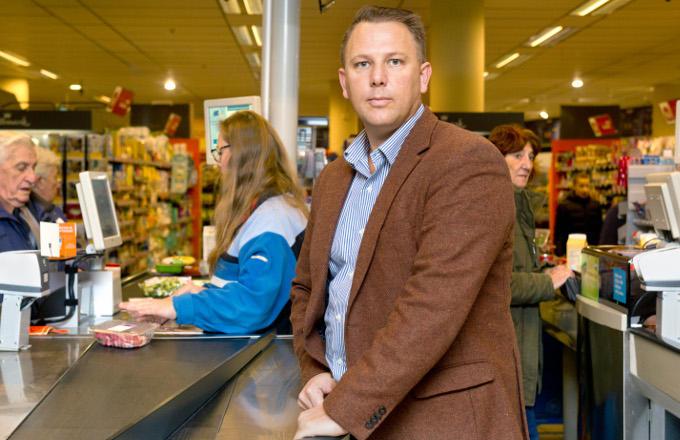 Van der Poel: 'Van de medewerkers die de overval van dichtbij hebben meegemaakt, werkt niemand meer in de winkel of überhaupt in de detailhandel'