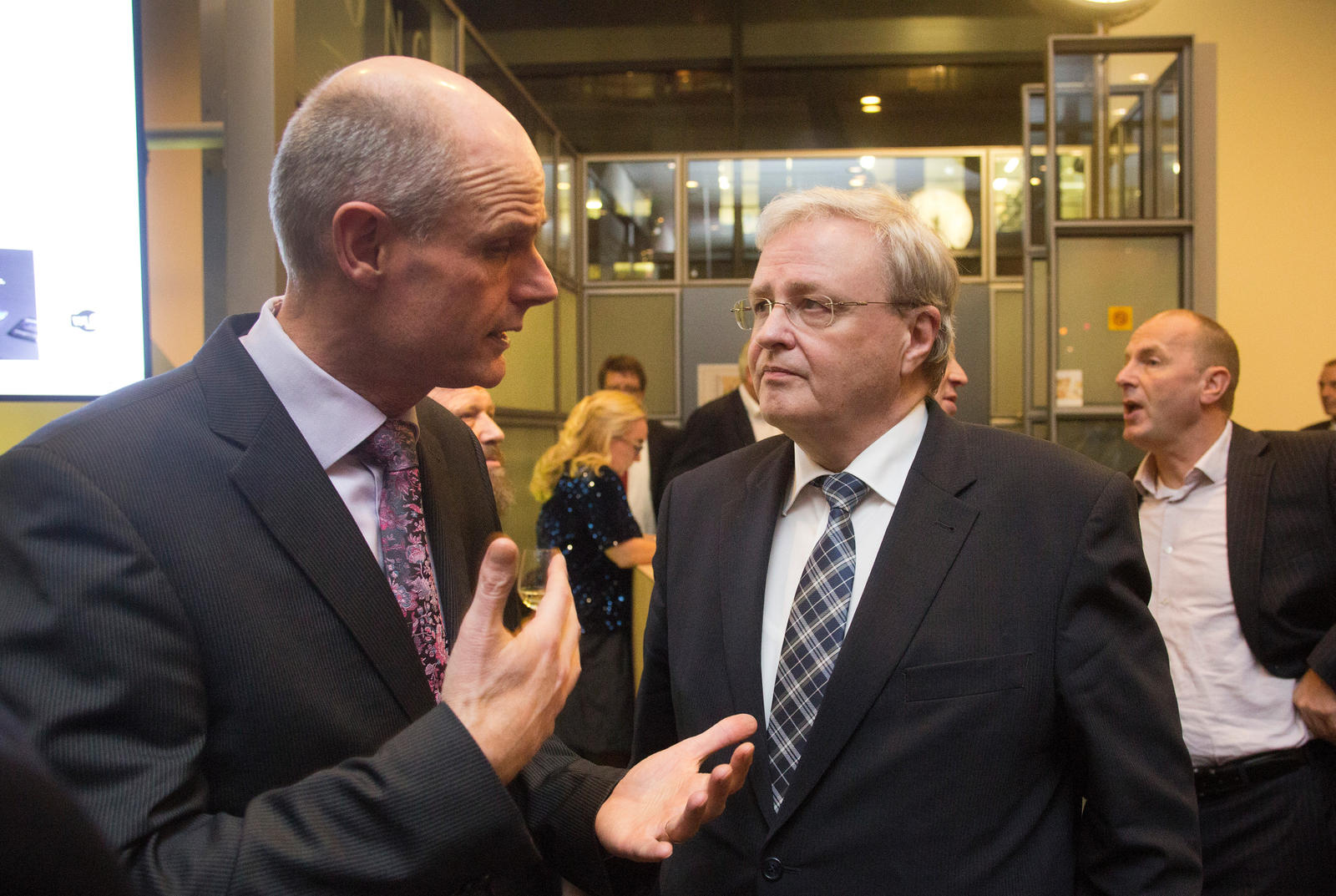 Minister Stef Blok van Wonen en Rijksdienst in gesprek met Michaël van Straalen (voorzitter van MKB-Nederland)