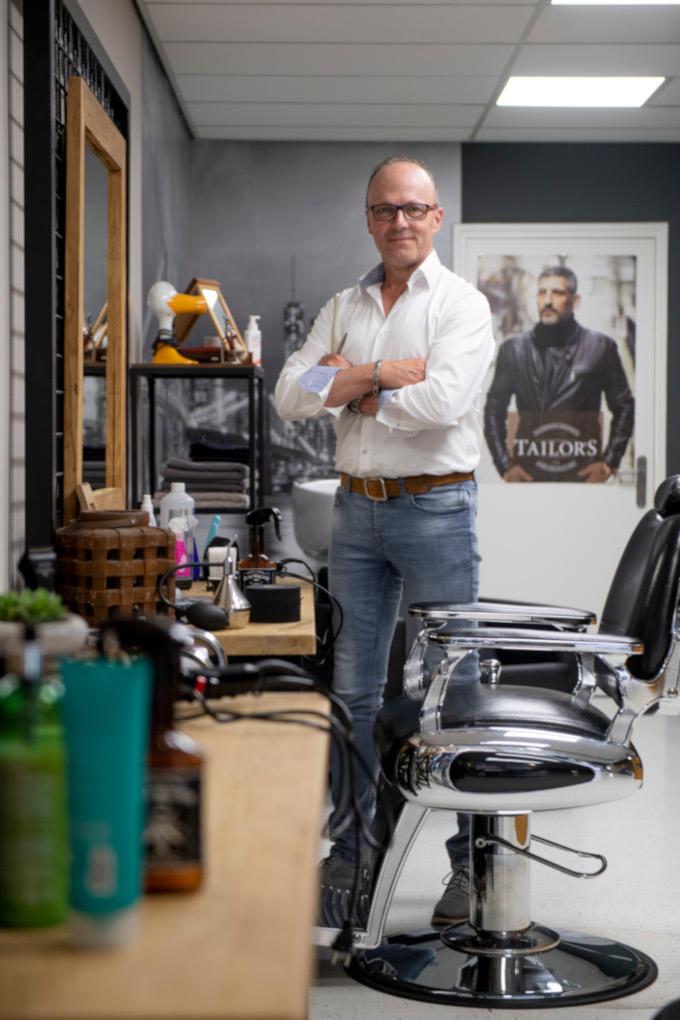 'De ondernemers die ik gezien en gesproken heb, zijn ten einde raad', zegt kapper Emiel Krukkert uit Nijverdal. 'Zitten in gigantische financiële zorgen.' Snapt de politiek dat dan niet?