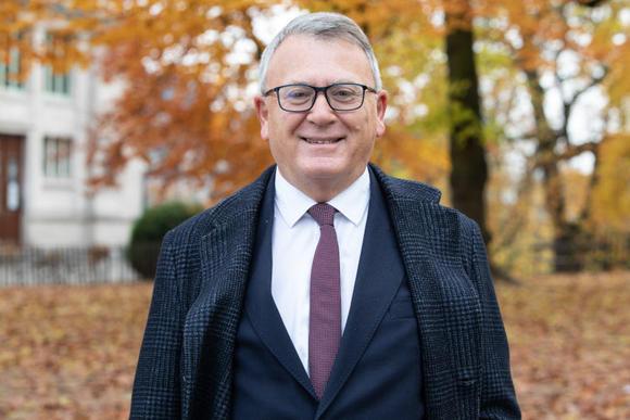 Waarom deze eurocommissaris (g)een Europees minimumloon wil