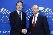 Waalse premier Magnette schudt EP voorzitter de hand