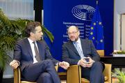 Voorzitter van de Eurogroep Dijsselbloem en EP voorzitter Schulz in gesprek