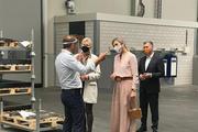 Koningin Máxima op werkbezoek bij metaalbedrijf