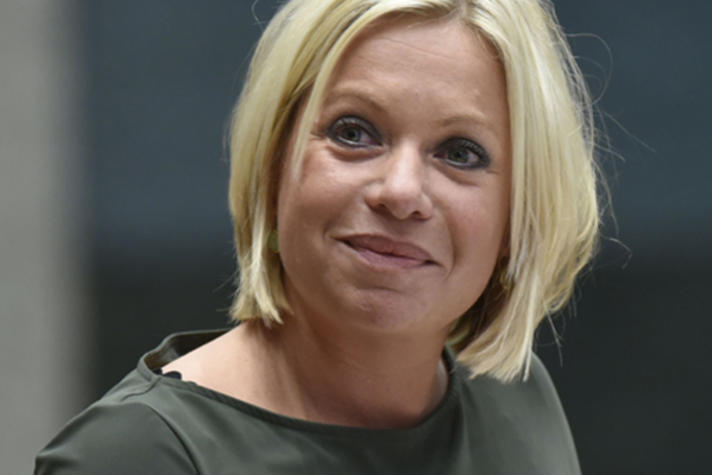 Jeanine Hennis: 'Europese defensiemarkt moet van het slot'