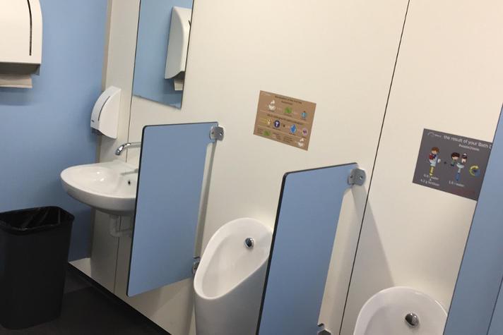 Dit lijkt een gewone festival wc, maar dat is het dus niet | Opinieblad Forum