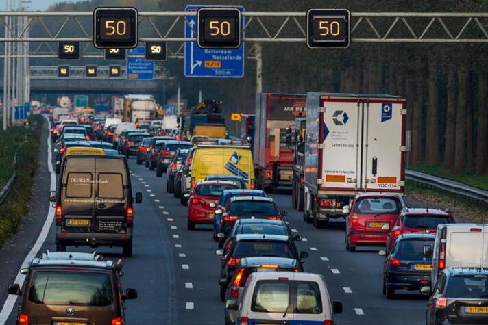 Minder mobiliteit door hybride werken? Reken je niet rijk