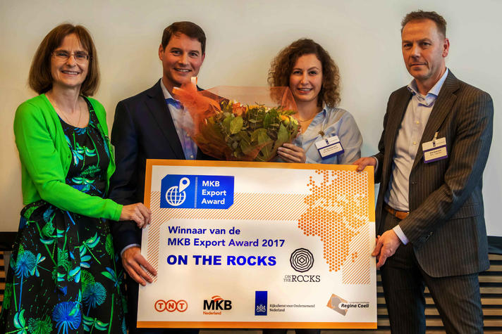 On the Rocks wint MKB Export Award met 'notitieboek van steen'